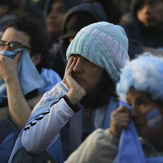 Razočarani argentinski navijači (Foto: AFP)