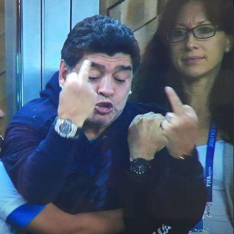 Diego Maradona i srednjaci (Screenshot)