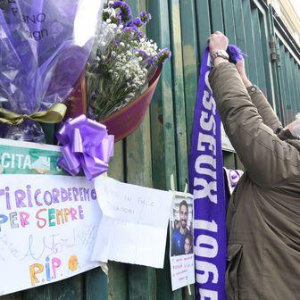 Navijači Fiorentine odaju počast preminulom kapetanu (Foto: AFP)