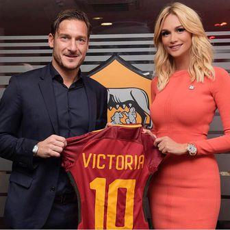 Viktorija Lopirjova i Francesco Totti (Twitter)