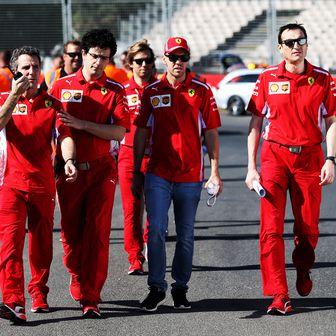 Vettel i momčad Ferrarija na stazi Albert Park (Foto: XPB/Press Association/PIXSELL)