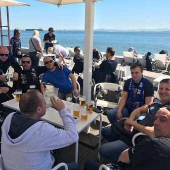 Navijači Dinama u Lisabonu (GOL.hr)