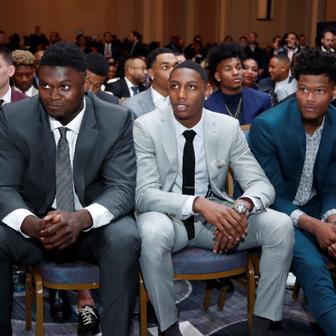 Zion Williamson prati NBA Draft Lottery (Foto: AFP)