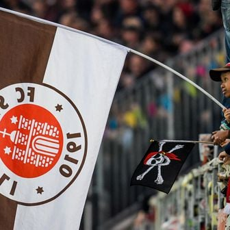 Navijač St. Paulija (Foto: AFP)