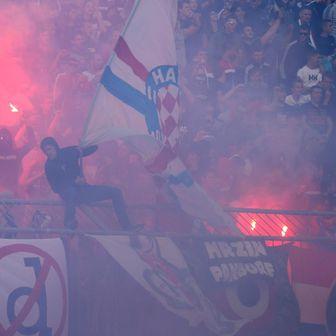 Bakljada na derbiju Hajduk - Dinamo (Foto: Ivo Čagalj/PIXSELL)