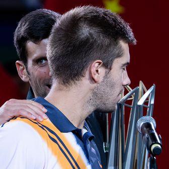 Borna Ćorić i Novak Đoković (Foto: AFP)