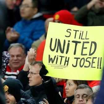 Navijačka podrška Mourinhu (Foto: Press Association/PIXSELL)