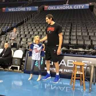 Boban Marjanović i Kristin Chenoveth (Twitter)