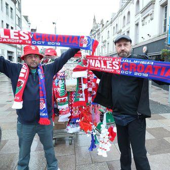 Hrvatski navijači u Cardiffu (Foto: Sanjin Strukic/PIXSELL)