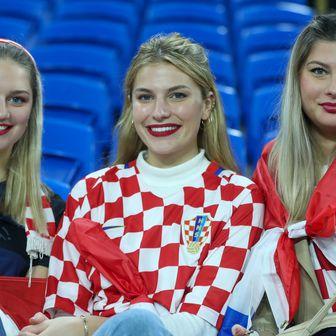Hrvatske navijačice (Foto: Sanjin Strukic/PIXSELL)