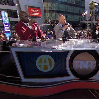 Dres Vatrenih među publikom ispred Staples Centera (Screenshot: TNT)