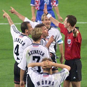 Lothar Matthäus, Jürgen Kohler i Jürgen Klinsmann nakon što je Christian Wörns dobio crveni karton protiv Hrvatske na SP-u 1998.