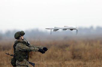 Ruski vojnik pušta dron u zrak