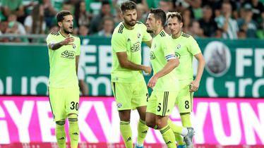 Slavlje igrača Dinama nakon Ademijeva pogotka Ferencvarošu
