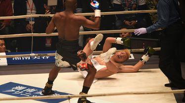 Flyod Mayweather ruši Nasukawu (Foto: AFP)