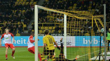 Kevin Danso postiže pogodak Borussiji Dortmund