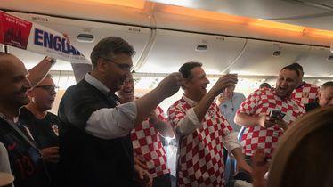 Navijački tulum u avionu (Foto: Dnevnik.hr)