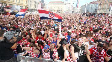 Hrvatski navijači na zagrebačkom Trgu za vrijeme utakmice
