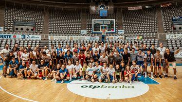 Dario Šarić s maldim košarkaškim nadama (Red Bull)