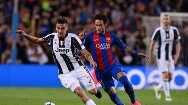 Dybala i Neymar u duelu za loptu