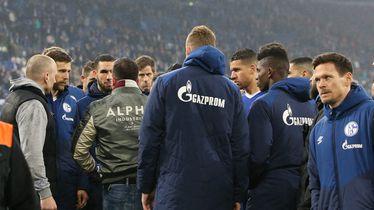 Navijači Schalkea u razgovoru s igračima