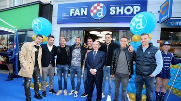 Dinamovci na otvorenju fan shop