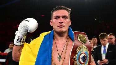 Oleksandr Usik s pojasevima prvaka