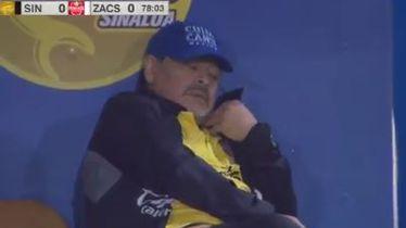 "Maradona \""vodi\"" utakmicu s klupe"