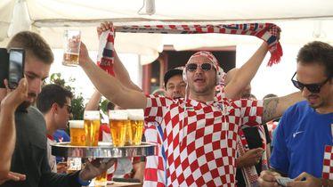 Navijači se zagrijavaju za Hrvatska - Mađarska