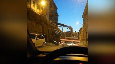 Razbijeni automobil u Rijeci (Screenshot: Dnevnik.hr)