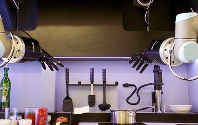 Pogledajte kako izgleda prvi robot kuhar koji jela priprema potpuno sam