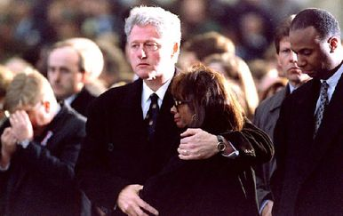 Bill Clinton i žena preminulog Ronalda Browna (Foto: AFP)