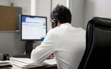 Muškarac u uredu (Ilustracija: Gulliver/Thinkstock)