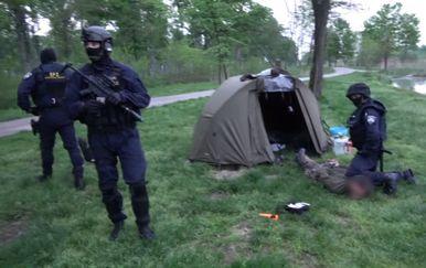 Uhićenje krijumčara ljudima (Foto: MUP)