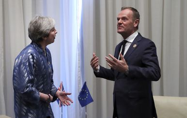 Theresa may i Donald Tusk (Foto: AFP)