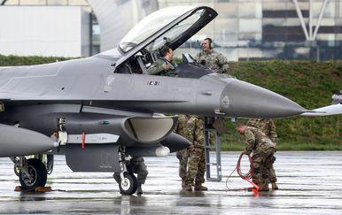 Američki borbeni zrakoplovi F16 (Foto: Borna Filic/PIXSELL) - 1
