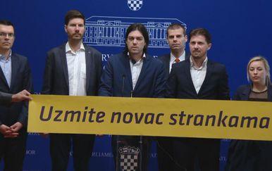Živi zid (Foto: Dnevnik.hr)
