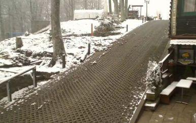 Snijeg na Sljemenu u travnju (Screenshot: livecamcroatia.com)