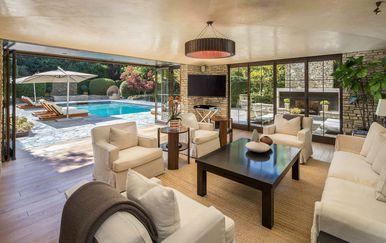 Vila u kojoj su živjeli Jennifer Aniston i Brad Pitt prodaje se za 56 milijuna dolara - 1