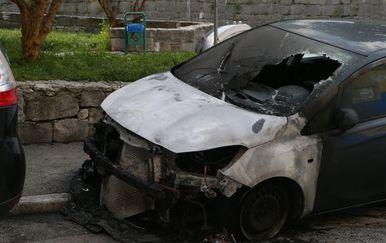 Požar na automobilu u Splitu (Foto: Ivo Cagalj/PIXSELL)