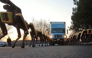 SpotMini roboti vuku kamion
