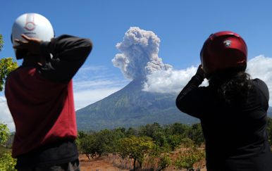 Vulkan Agung na Baliju (Foto: AFP)