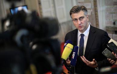 Andrej Plenković dao je izjavu medijima u Saboru (Foto: Jurica Galoic/PIXSELL)