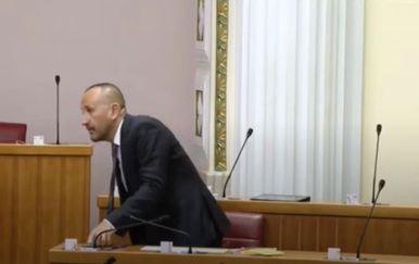 Slabi potres preplašio zastupnika Hrvoja Zekanovića
