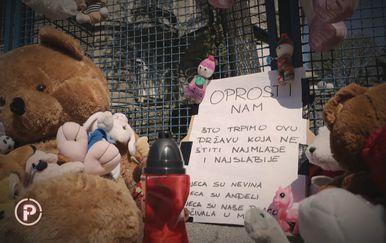 Igračke i natpis za preminulu djevojčicu