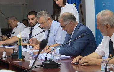 Ugovori o nabavi novih vatrogasnih vozila potpisani su danas u Splitsko-dalmatinskoj županiji (Foto: Vijesti Nove TV u 17)