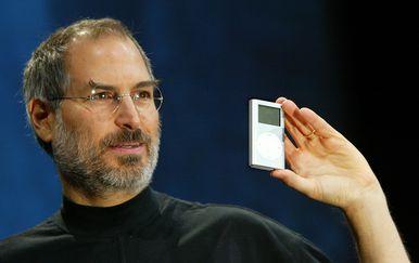 Jobs prikazuje iPod (Foto: AFP)