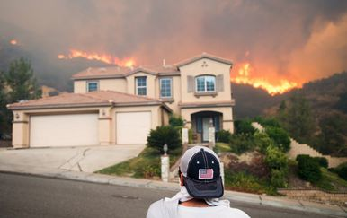 Požar u Kaliforniji prijeti kućama (Foto: AFP)