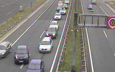 Snimka nadzorne kamere na autocesti (Screenshot: HAC)