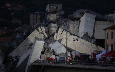 Srušio se vijadukt na autocesti kod Genove - 1 (Foto: AFP)